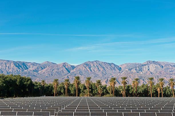 USA, California, Solar Farm at Death Valley:スマホ壁紙(壁紙.com)