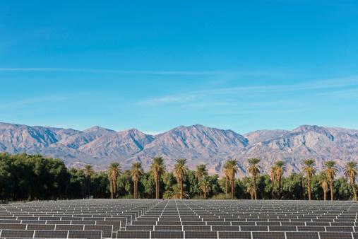 Solar Energy「USA, California, Solar Farm at Death Valley」:スマホ壁紙(5)