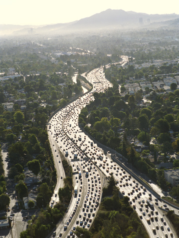 Multiple Lane Highway「USA, California, Encino, aerial view of 101 Freeway」:スマホ壁紙(1)