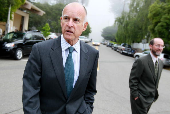 Governor「Democratic Candidate For Governor Jerry Brown Casts His Vote In Primary」:写真・画像(7)[壁紙.com]