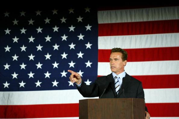 Arnold Schwarzenegger「Bush Meets With California Gov-Elect Schwarzenegger」:写真・画像(11)[壁紙.com]