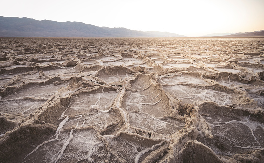 Depression - Land Feature「USA, California, Death Valley, Badwater Basin at sunset」:スマホ壁紙(18)