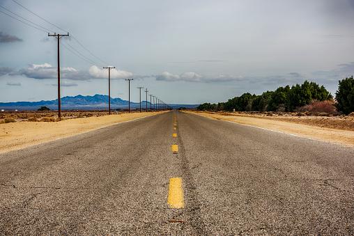 Telephone Pole「California Desert Road」:スマホ壁紙(17)