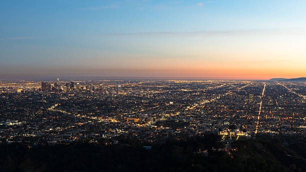 USA, California, Los Angeles, Illuminated cityscape at sunrise:スマホ壁紙(壁紙.com)