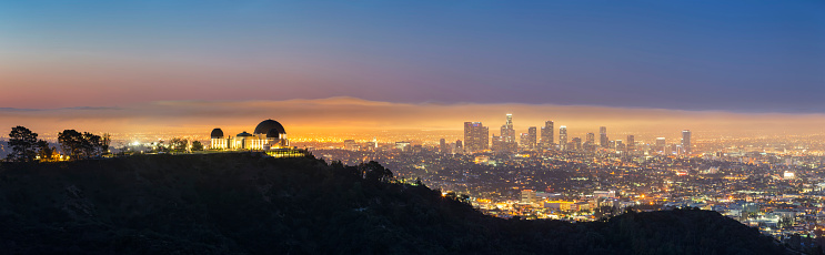 City Of Los Angeles「USA, California, Los Angeles, Cityscape and Griffith Observatory, Blue hour」:スマホ壁紙(17)