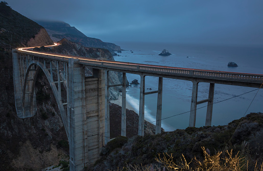 Big Sur「USA, California, Big Sur, Pacific Coast, National Scenic Byway, Bixby Creek Bridge, California State Route 1, Highway 1 in the evening」:スマホ壁紙(11)
