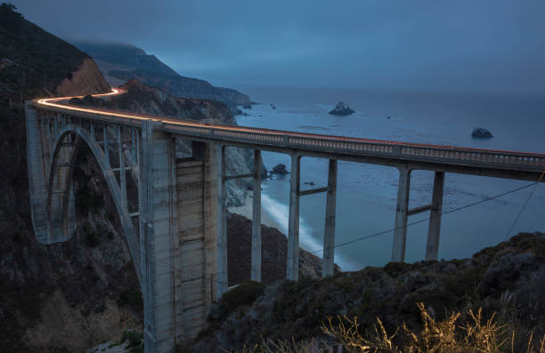 USA, California, Big Sur, Pacific Coast, National Scenic Byway, Bixby Creek Bridge, California State Route 1, Highway 1 in the evening:スマホ壁紙(壁紙.com)