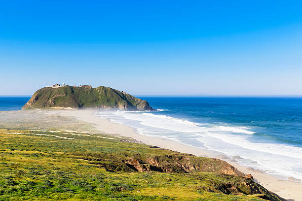 USA, California, Big Sur, Pacific Coast, National Scenic Byway, Point Sur State Historic Park, View to Point Sur Lighthouse:スマホ壁紙(壁紙.com)