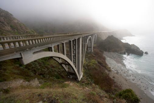 Bixby Creek Bridge「USA, California,  Big Sur, Pacific Coast Highway, fog over Bixby Creek Arch Bridge 」:スマホ壁紙(11)