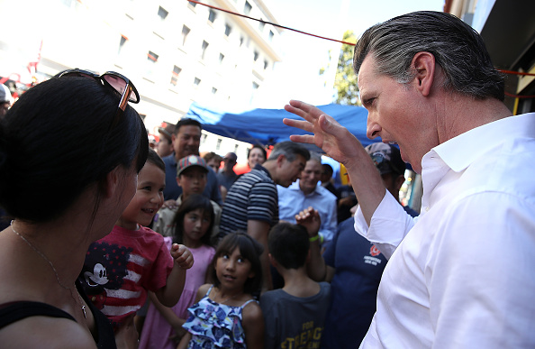 Chili Con Carne「California Gubernatorial Candidate Gavin Newsom Campaigns In Oakland Ahead Of Tuesday's Primary」:写真・画像(7)[壁紙.com]