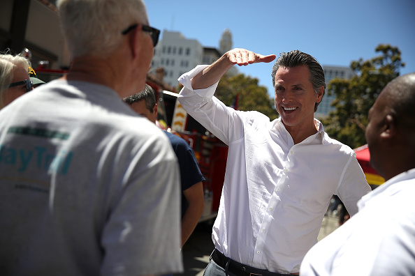 Chili Con Carne「California Gubernatorial Candidate Gavin Newsom Campaigns In Oakland Ahead Of Tuesday's Primary」:写真・画像(13)[壁紙.com]