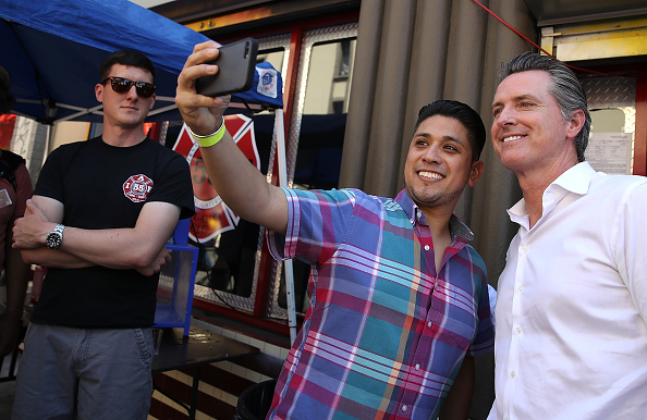 Chili Con Carne「California Gubernatorial Candidate Gavin Newsom Campaigns In Oakland Ahead Of Tuesday's Primary」:写真・画像(6)[壁紙.com]