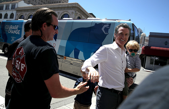 Chili Con Carne「California Gubernatorial Candidate Gavin Newsom Campaigns In Oakland Ahead Of Tuesday's Primary」:写真・画像(8)[壁紙.com]