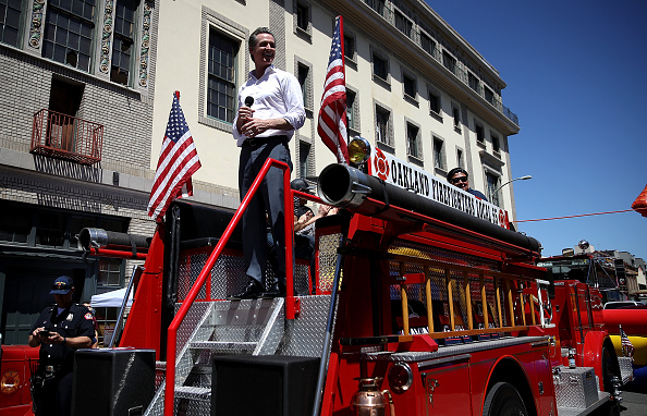 Chili Con Carne「California Gubernatorial Candidate Gavin Newsom Campaigns In Oakland Ahead Of Tuesday's Primary」:写真・画像(3)[壁紙.com]
