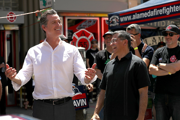 Chili Con Carne「California Gubernatorial Candidate Gavin Newsom Campaigns In Oakland Ahead Of Tuesday's Primary」:写真・画像(11)[壁紙.com]