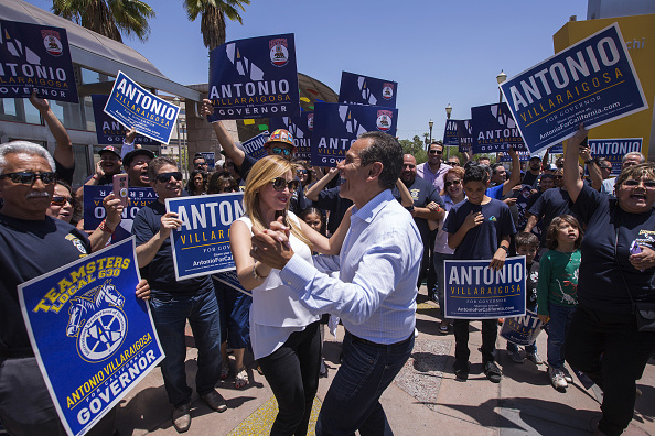 民主主義「California Gubernatorial Candidate Antonio Villaraigosa Campaigns In Los Angeles Ahead Of Tuesday's Primary」:写真・画像(13)[壁紙.com]