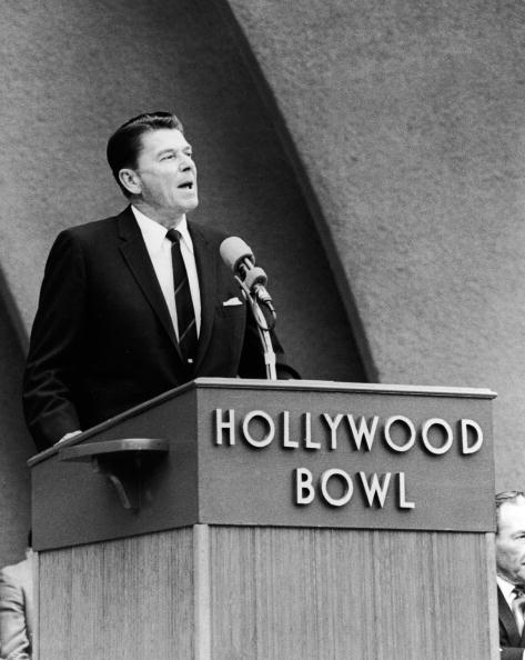 Governor「Ronald Reagan Speaks At Hollywood Bowl 」:写真・画像(8)[壁紙.com]
