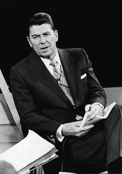 Governor「Governor Ronald Reagan In Interview 」:写真・画像(15)[壁紙.com]