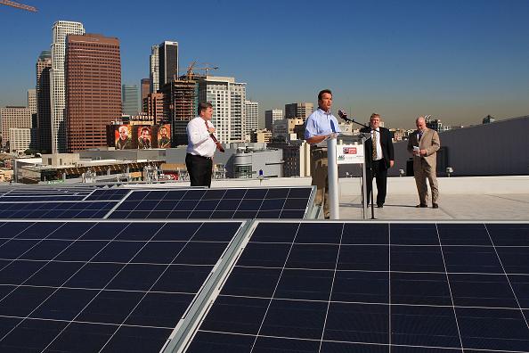 環境保護「Schwarzenegger Speaks As Solar Power Project Finished Atop Staples Center」:写真・画像(16)[壁紙.com]