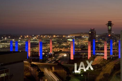 LAX Airport「USA, California, LAX Los Angeles International Airport at dusk」:スマホ壁紙(6)