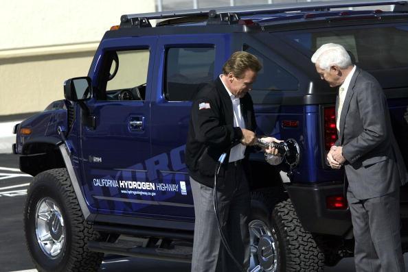 LAX Airport「Schwarzenegger Dedicates Hydrogen Fueling Station」:写真・画像(7)[壁紙.com]