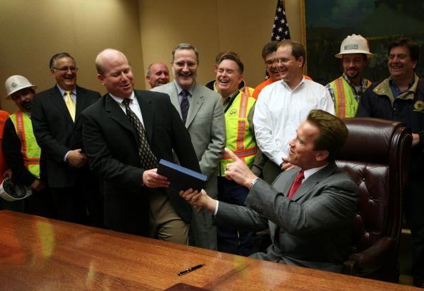 Legislation「Schwarzenegger Signs California Budget Deal」:写真・画像(16)[壁紙.com]
