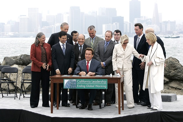 Legislation「Schwarzenegger And Pataki Sign Global Warming Solutions Act Of 2006」:写真・画像(10)[壁紙.com]