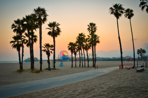 Santa Monica「USA, California, Santa Monica Pier at sunset」:スマホ壁紙(1)