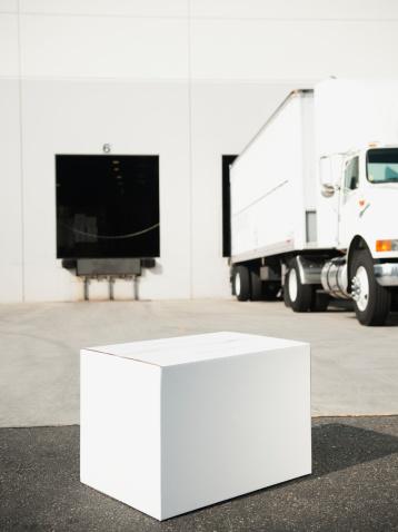 Receiving「USA, California, Santa Ana, Box outside warehouse」:スマホ壁紙(8)