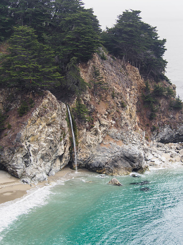 McWay Waterfall「USA, California, Pacific Coast, National Scenic Byway, Big Sur, McWay Falls and McWay Cove, Julia Pfeiffer Burns State Park」:スマホ壁紙(16)