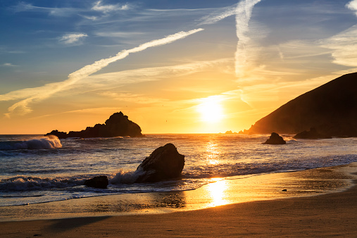 Big Sur「USA, California, Pacific Coast, National Scenic Byway, Big Sur, Pfeiffer Big Sur State Park, Sunset at the beach」:スマホ壁紙(1)