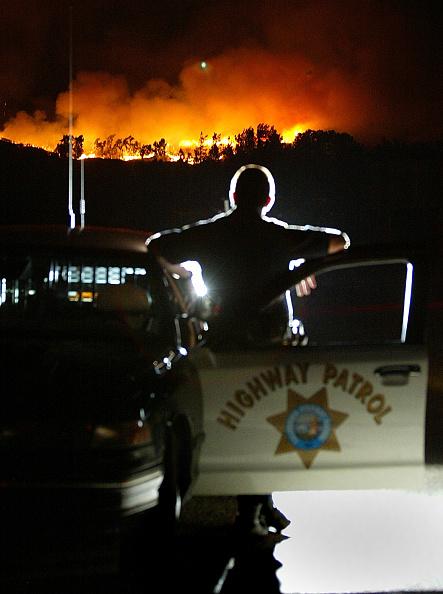 Vehicle Door「Devore Fire Burns Out Of Control In Los Angeles County」:写真・画像(2)[壁紙.com]