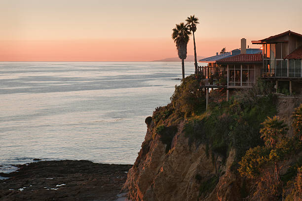 USA, California, Laguna Beach, house on cliff:スマホ壁紙(壁紙.com)