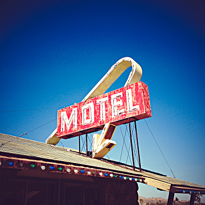 Motel「USA, California, Lake Los Angeles, Motel Sign」:スマホ壁紙(15)