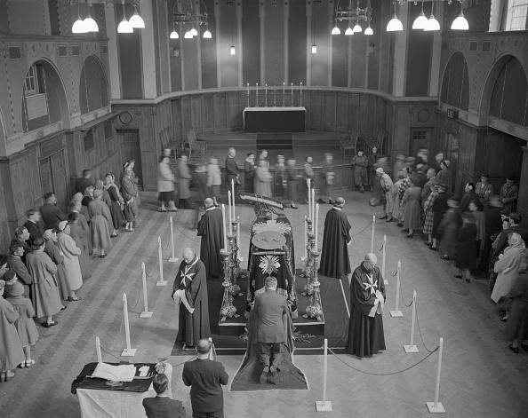 Brian Cardinal「Funeral Of Cardinal Griffin 1956」:写真・画像(15)[壁紙.com]