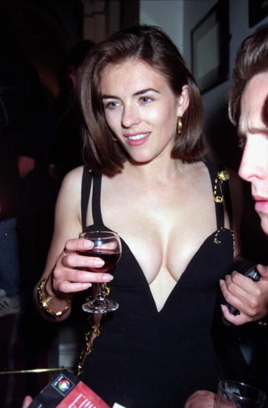 "Celebrities「Elizabeth Hurley At The ""Four Weddings And A Funeral"" Premiere After Party  In London, 1994」:写真・画像(13)[壁紙.com]"