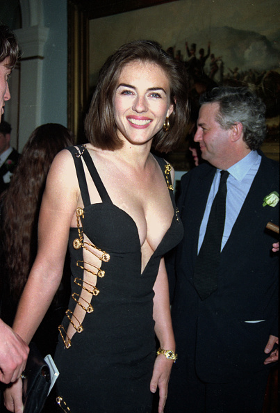"""Premiere Event「Elizabeth Hurley At The """"Four Weddings And A Funeral"""" Premiere After Party In London, 1994」:写真・画像(9)[壁紙.com]"""