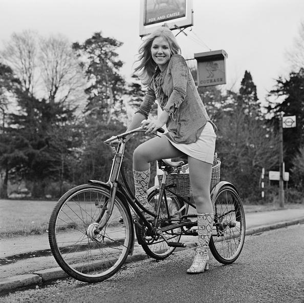 Skirt「Julie Samuel」:写真・画像(19)[壁紙.com]