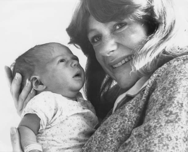 1980~1989年「Tina Heath And Baby」:写真・画像(19)[壁紙.com]