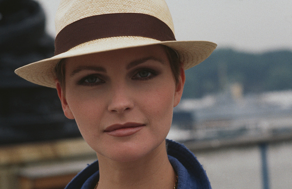 Larry Ellis Collection「Fiona Fullerton」:写真・画像(14)[壁紙.com]