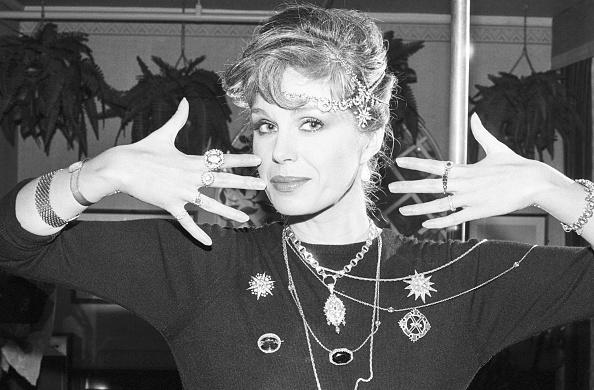Hand「Actress Joanna Lumley」:写真・画像(9)[壁紙.com]