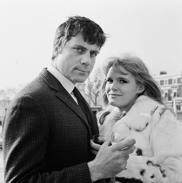 Two People「Oliver Reed And Carol White」:写真・画像(6)[壁紙.com]