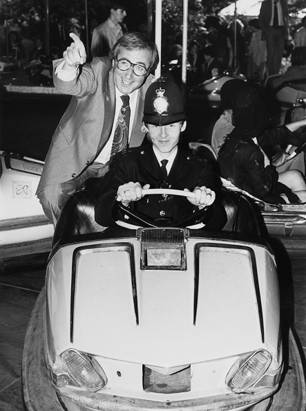 Medium Group Of People「Shaw Taylor On Police Dodgem」:写真・画像(16)[壁紙.com]