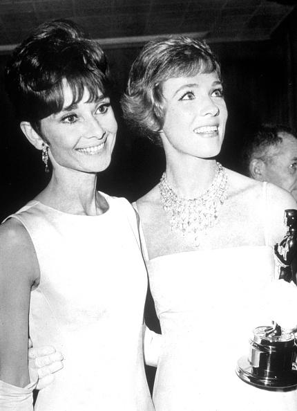 Standing「Julie Andrews & Audrey Hepburn」:写真・画像(4)[壁紙.com]