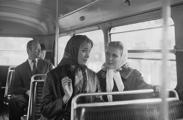 Victor Blackman「Mills and Lookwood on a double-decker bus」:写真・画像(11)[壁紙.com]