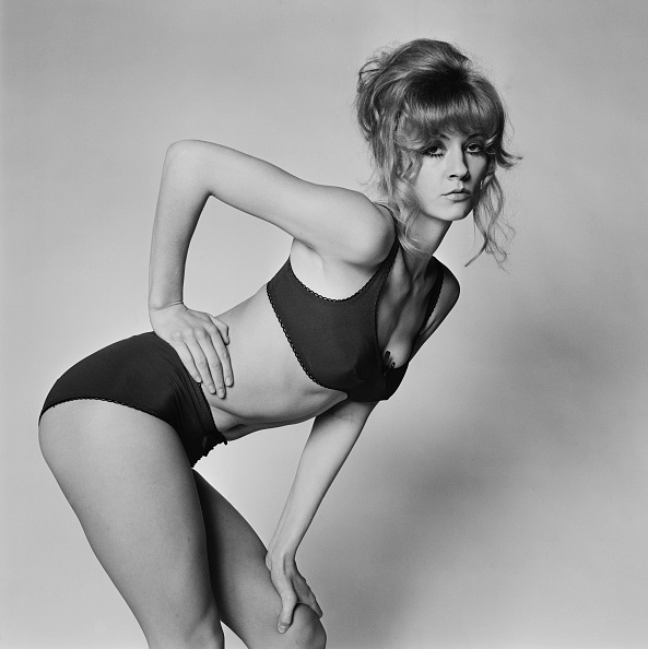 膝から上の構図「Vicki Hodge」:写真・画像(1)[壁紙.com]