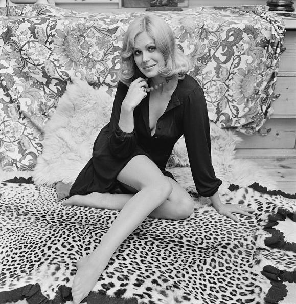 Rug「Joanna Lumley, British Actress & Model」:写真・画像(10)[壁紙.com]