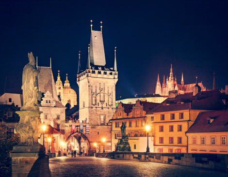 St Vitus's Cathedral「Prague at night with Charles Bridge, Hradcany and cathedral.」:スマホ壁紙(1)