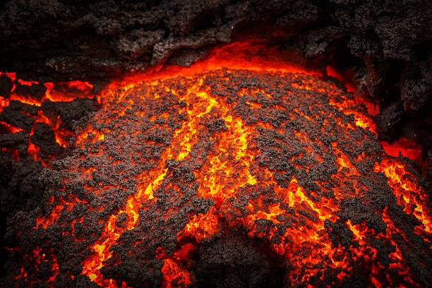 Small part of Lava flowing, Holuhraun, Iceland:スマホ壁紙(壁紙.com)