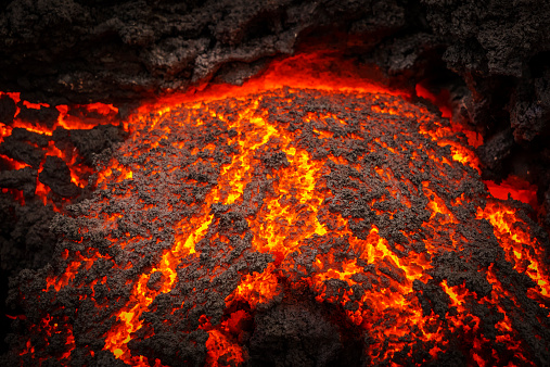 Erupting「Small part of Lava flowing, Holuhraun, Iceland」:スマホ壁紙(2)